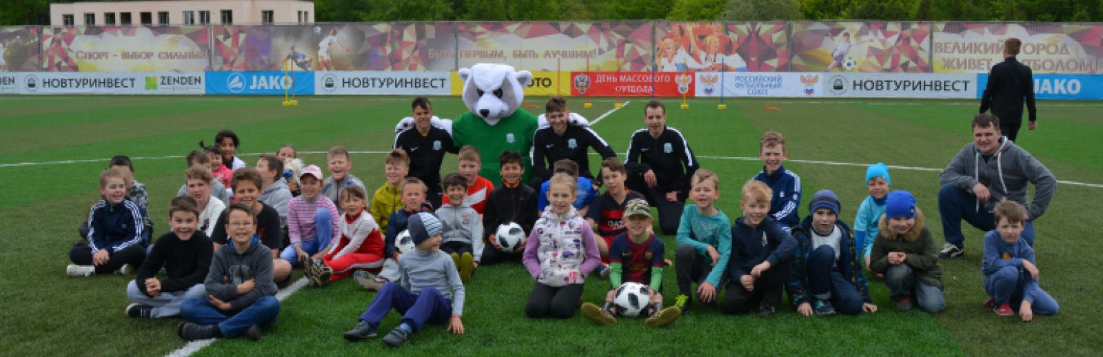 На стадионе «Электрон» прошел «День массового футбола»